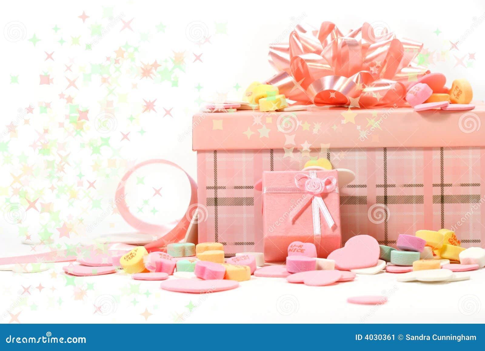 geschenke und s igkeiten f r valentinstag stockbild. Black Bedroom Furniture Sets. Home Design Ideas