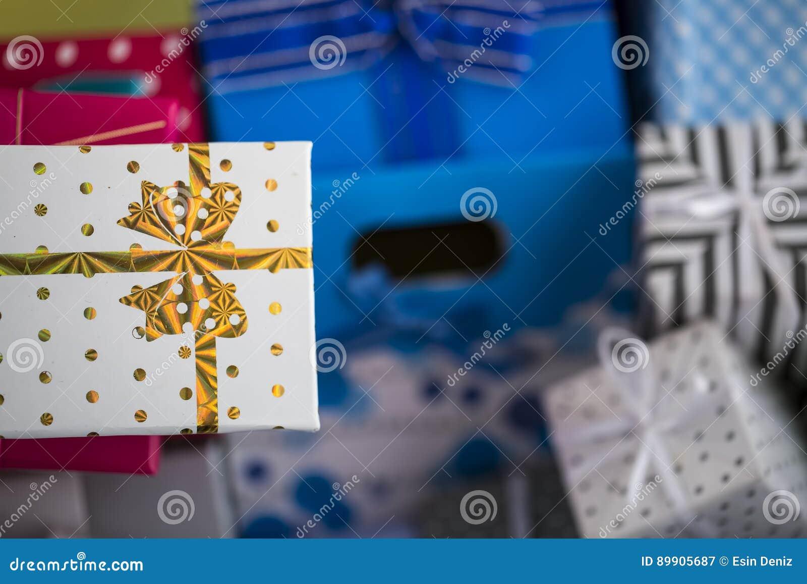 Geschenkpaket Stockbild Bild Von Weihnachten Pink Weiss 89905687