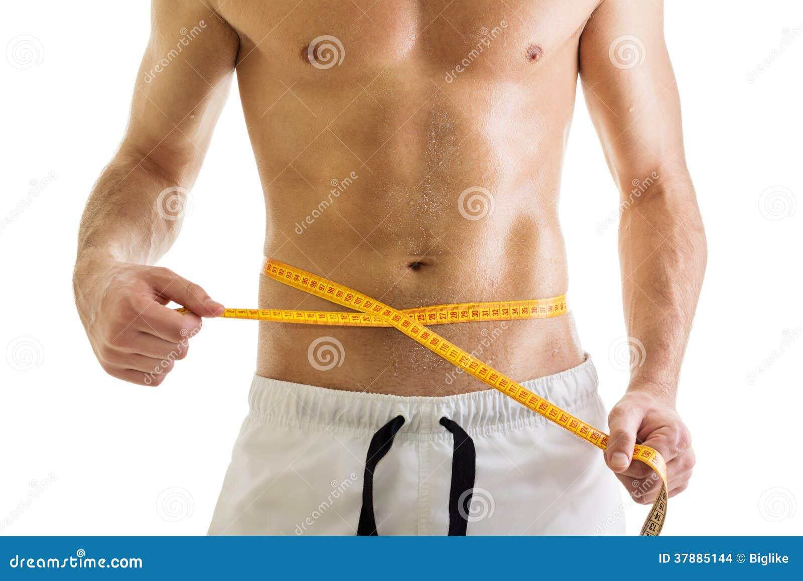 Geschikt lichaam van shirtless mens met meetlint