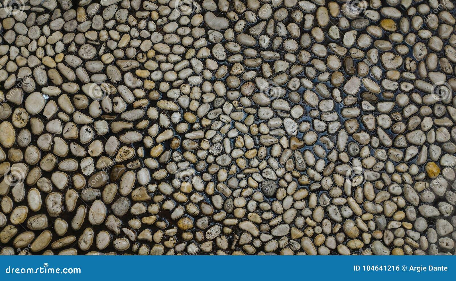 Download Geschikte Kiezelstenen In Een Weg Stock Foto - Afbeelding bestaande uit geschikt, gemaakt: 104641216