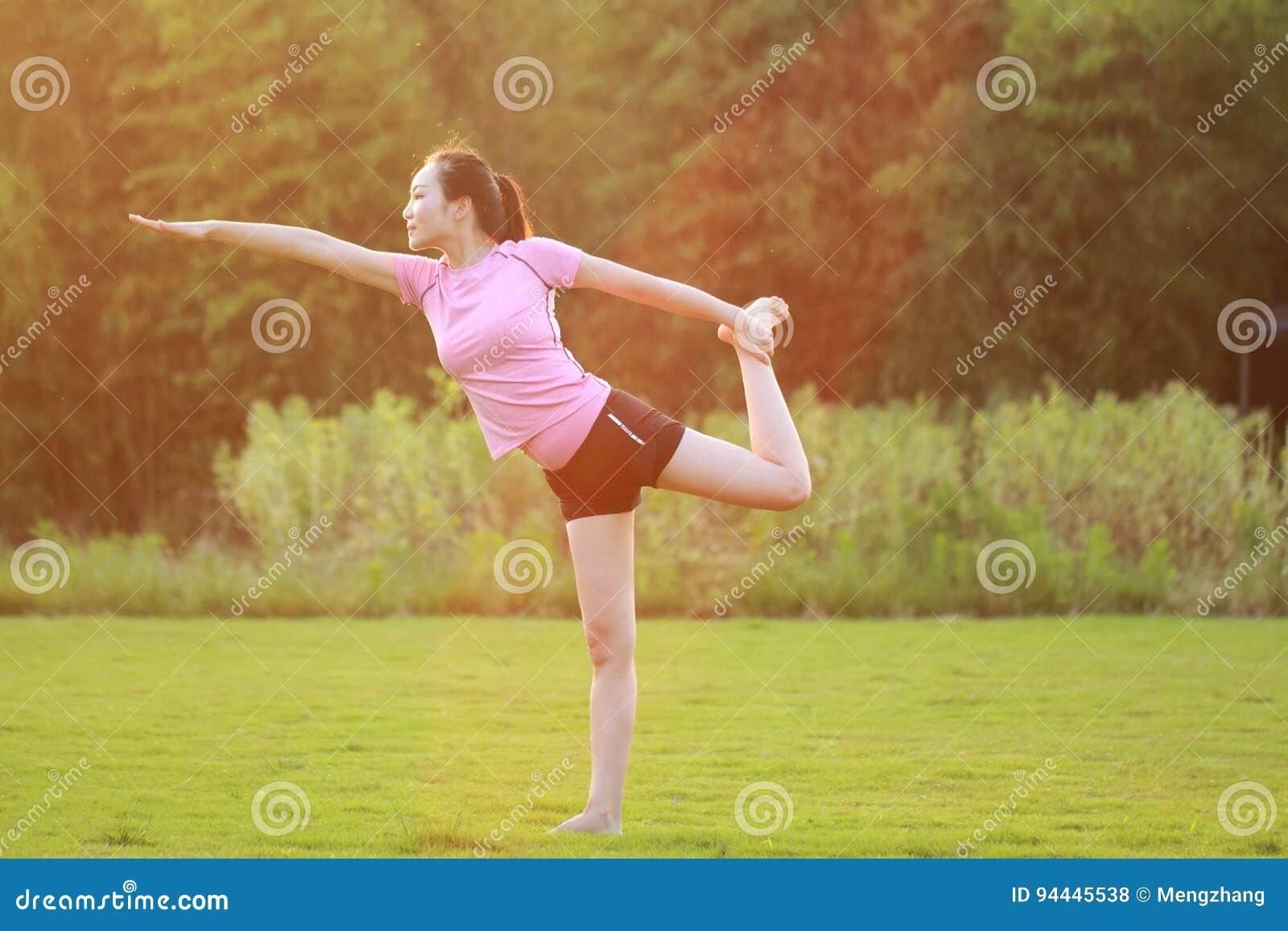 Geschiktheid Aziatische Chinese woman do yoga