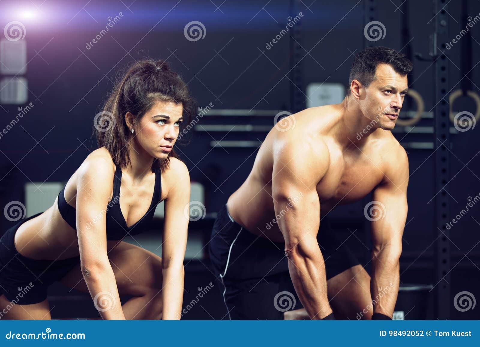 Geschiktheids opleidende man en vrouw