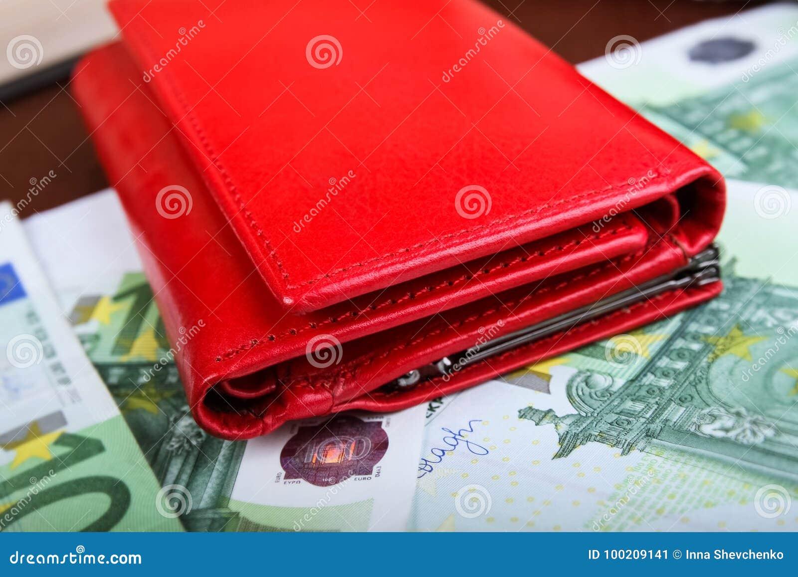 heiß-verkaufendes echtes neu billig suchen Geschlossene Geldbeutelnahaufnahme; Rote Geldbörse Stockbild ...