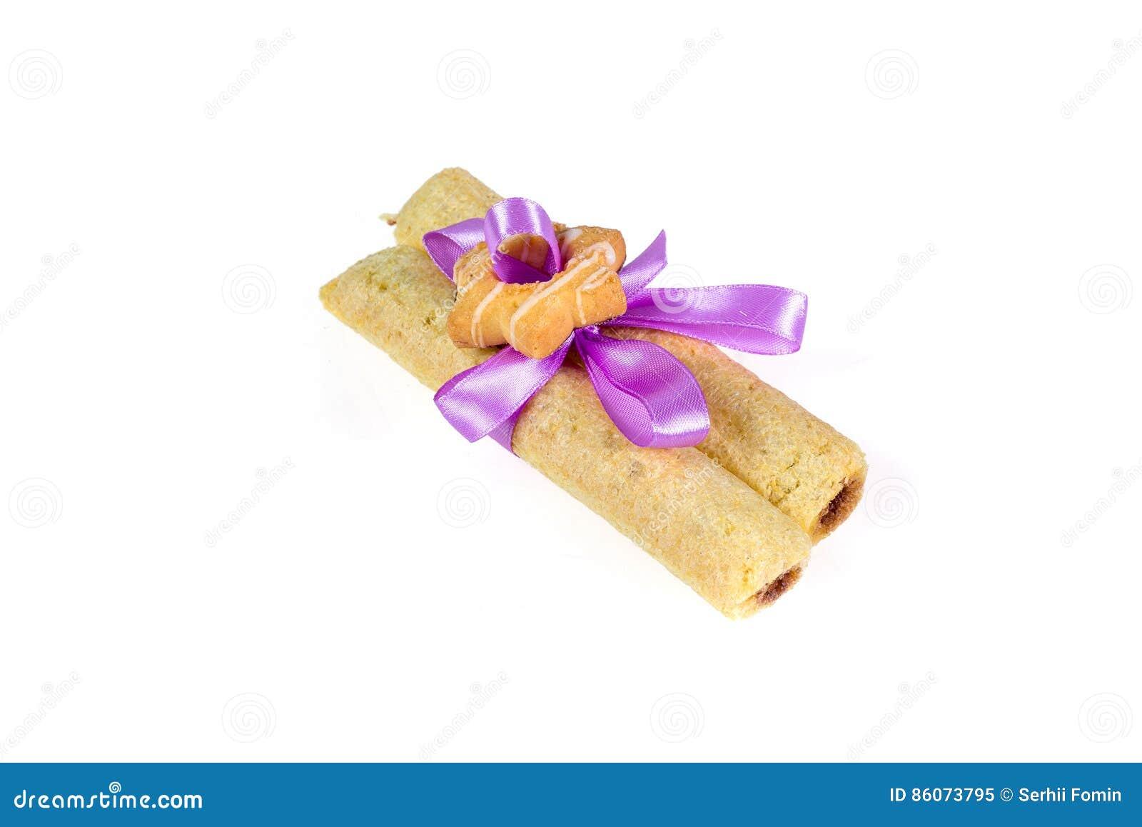 Geschmackvolle Plätzchen knoteten purpurrotes Band - eine Festlichkeit für geliebte