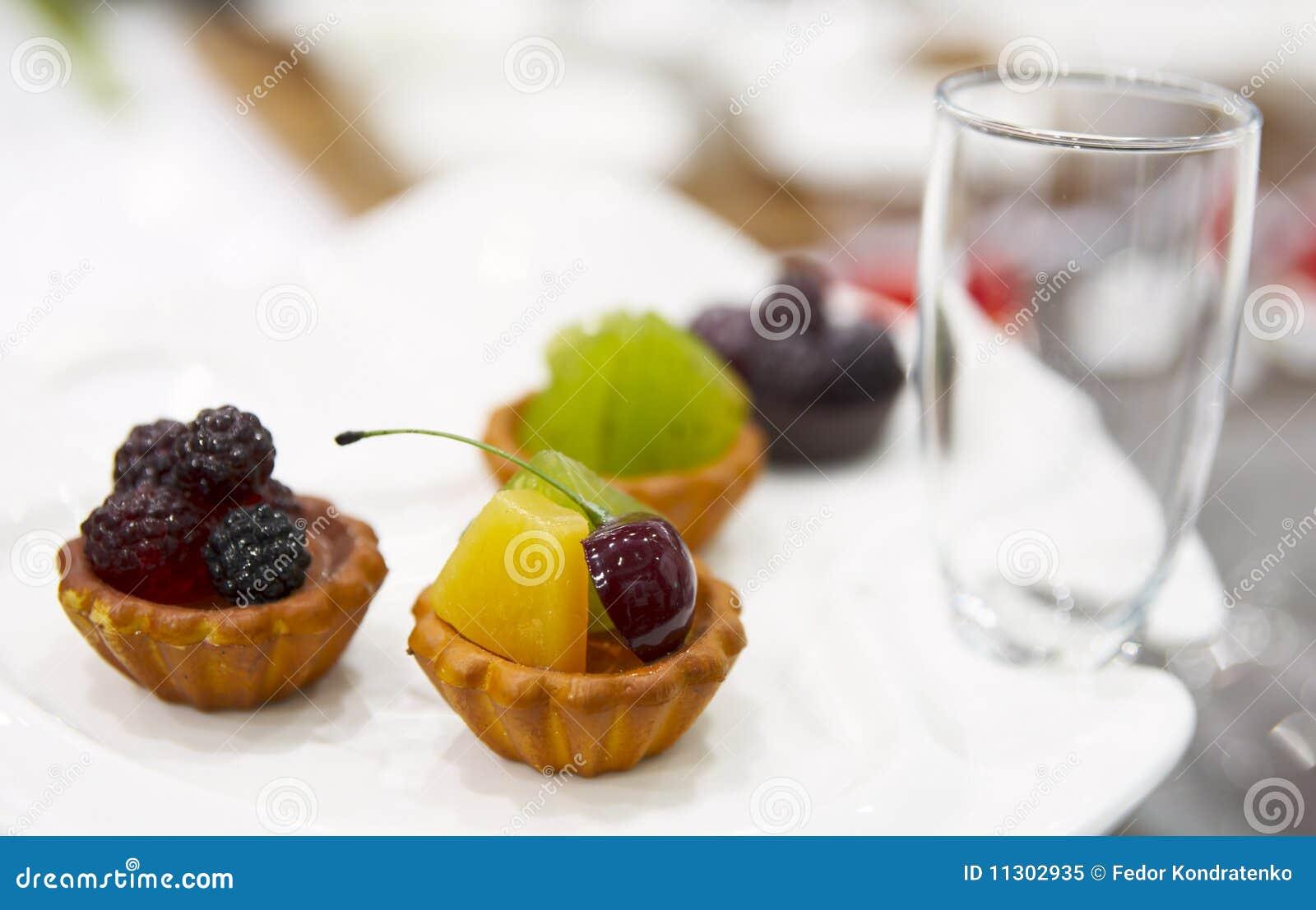 Geschmackvoller Fruchtnachtisch auf Platte