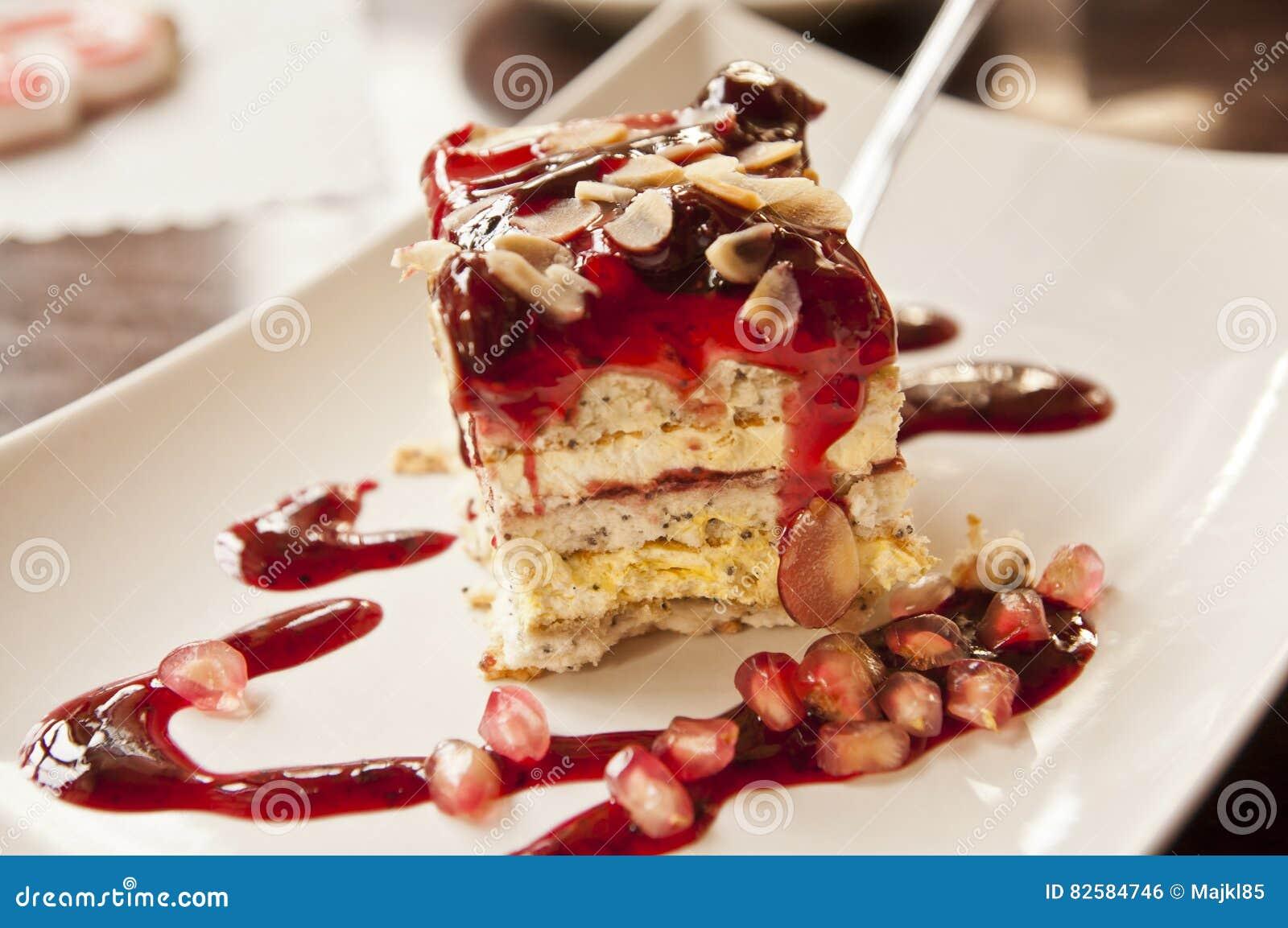 Geschmackvoller Nachtisch Kuchen Mit Kirschbelag Stockfoto Bild