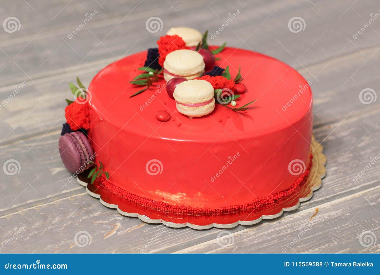 Geschmackvoller Roter Selbst Gemachter Kuchen Verziert Durch Rote
