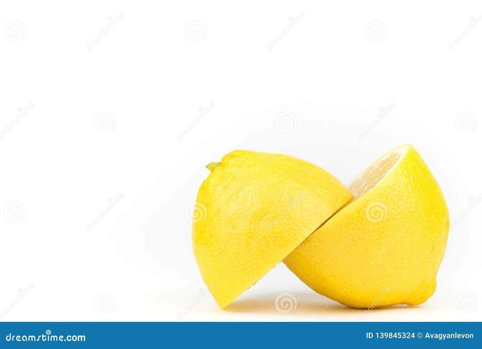 Geschnittene saftige Zitrone