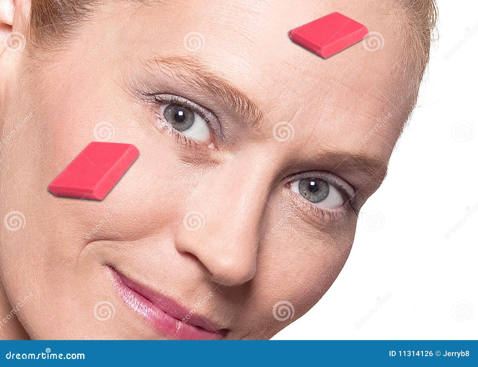 Gesicht der Frau mit Radiergummis