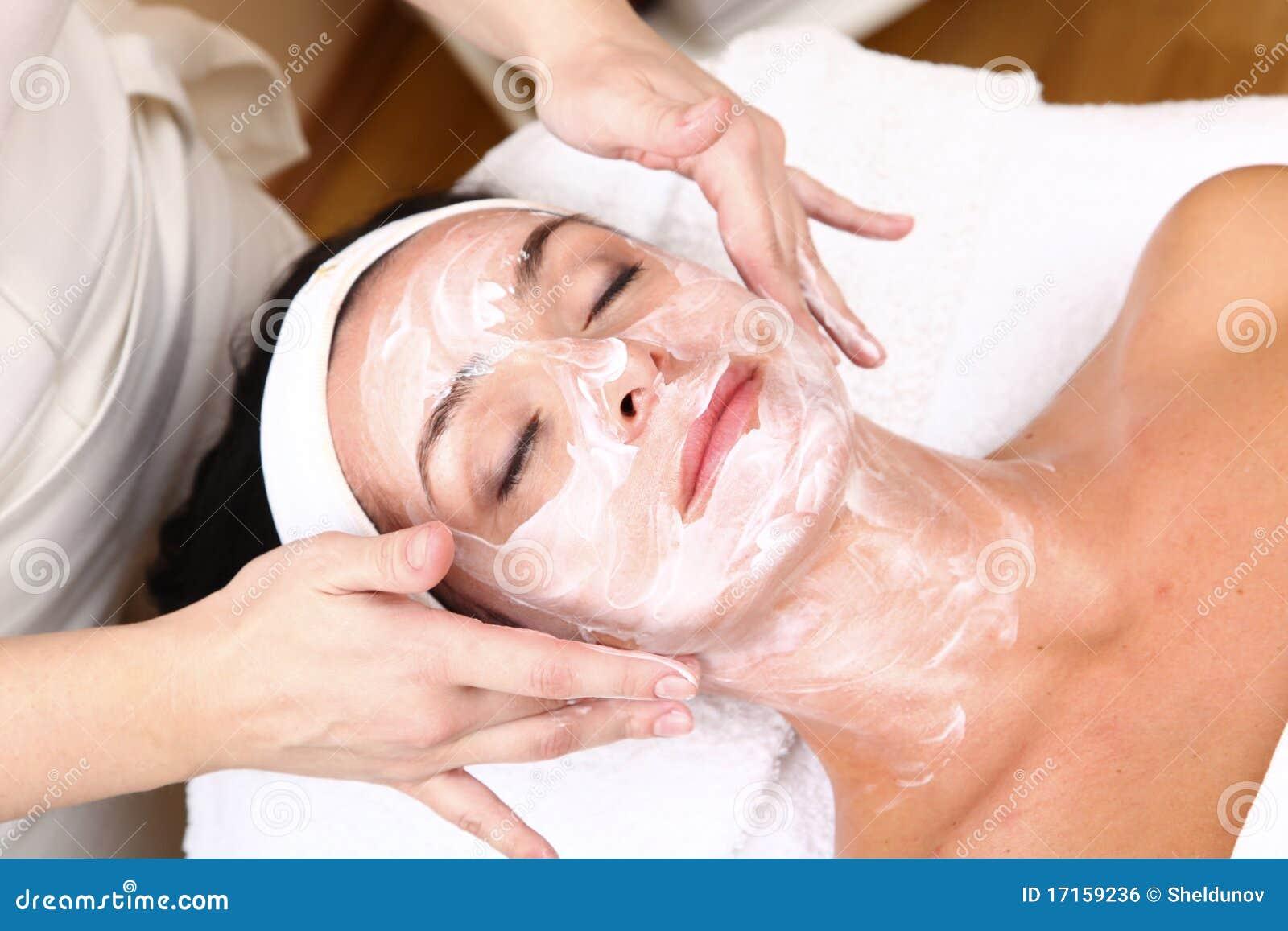 Gesicht der Frauen, die eine Badekurortbehandlung erhalten