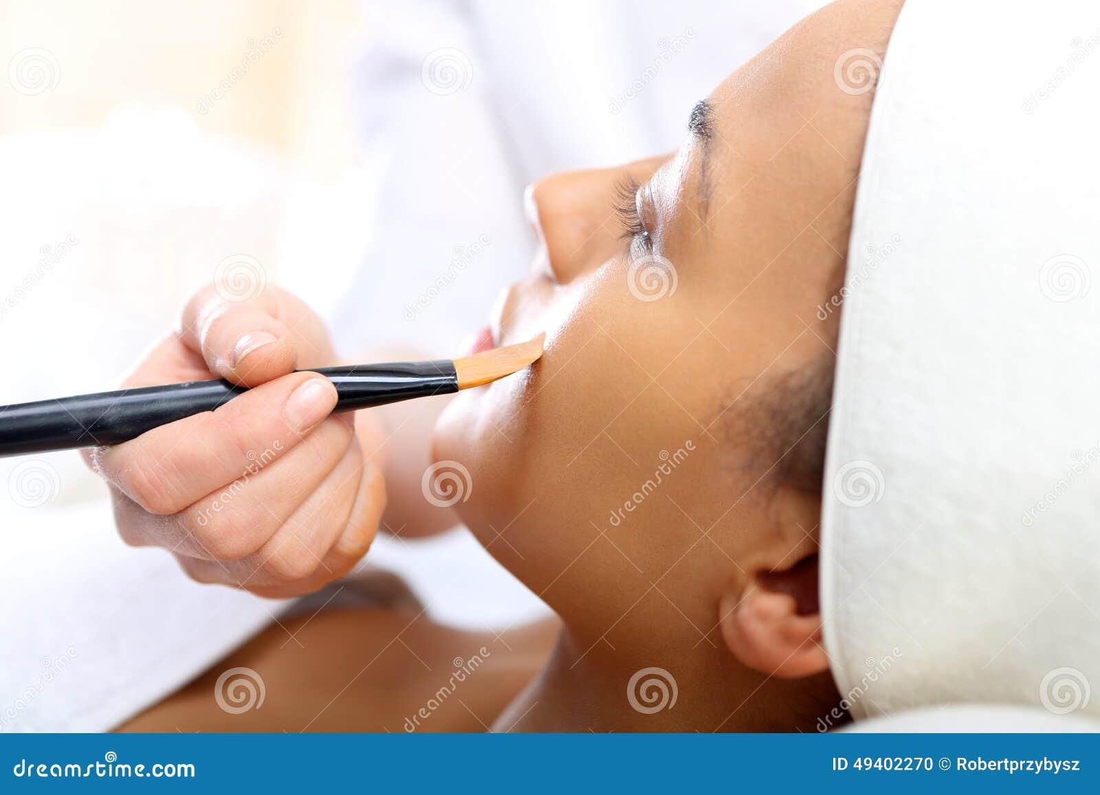 Download Gesichtsmaske, Die Frau Am Kosmetiker Stockfoto - Bild von klinik, beautician: 49402270