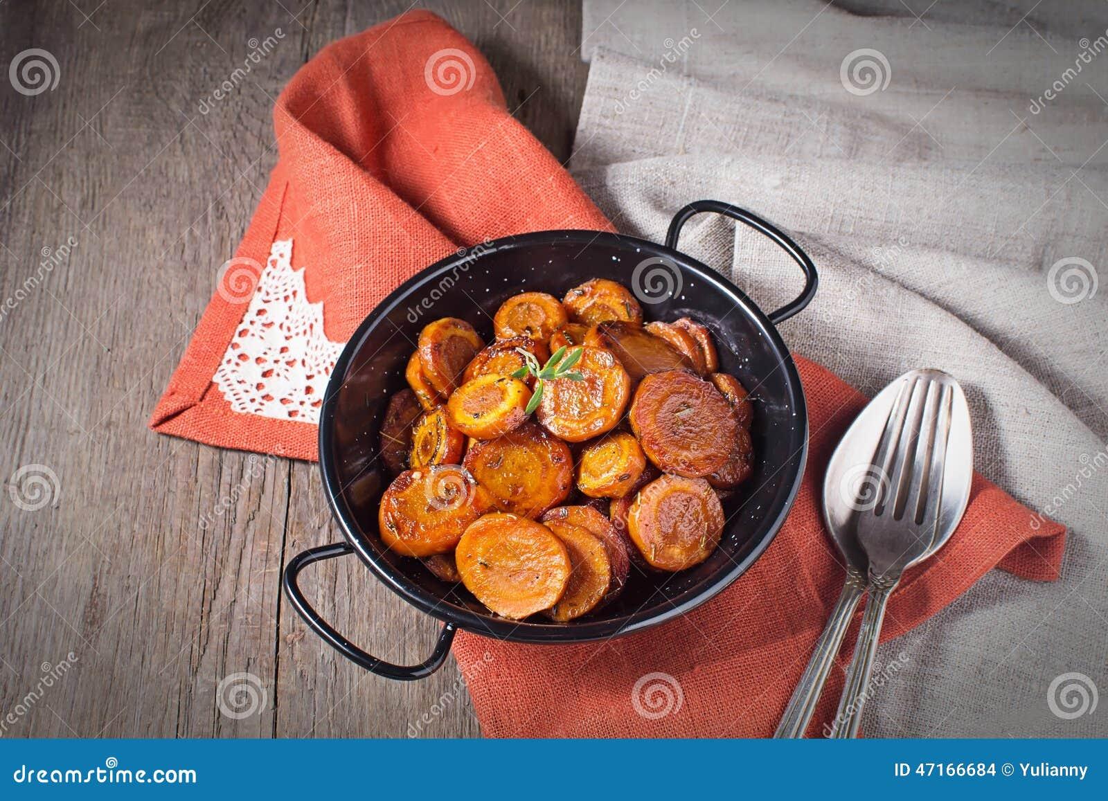 Gesmoorde wortel met thyme, vegetarische schotel