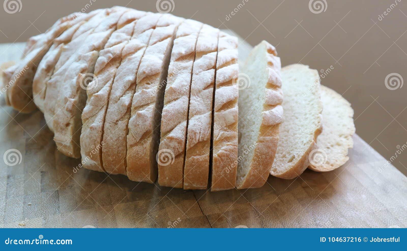Download Gesneden Baguette Of Gesneden Brood Stock Foto - Afbeelding bestaande uit voedsel, bloem: 104637216