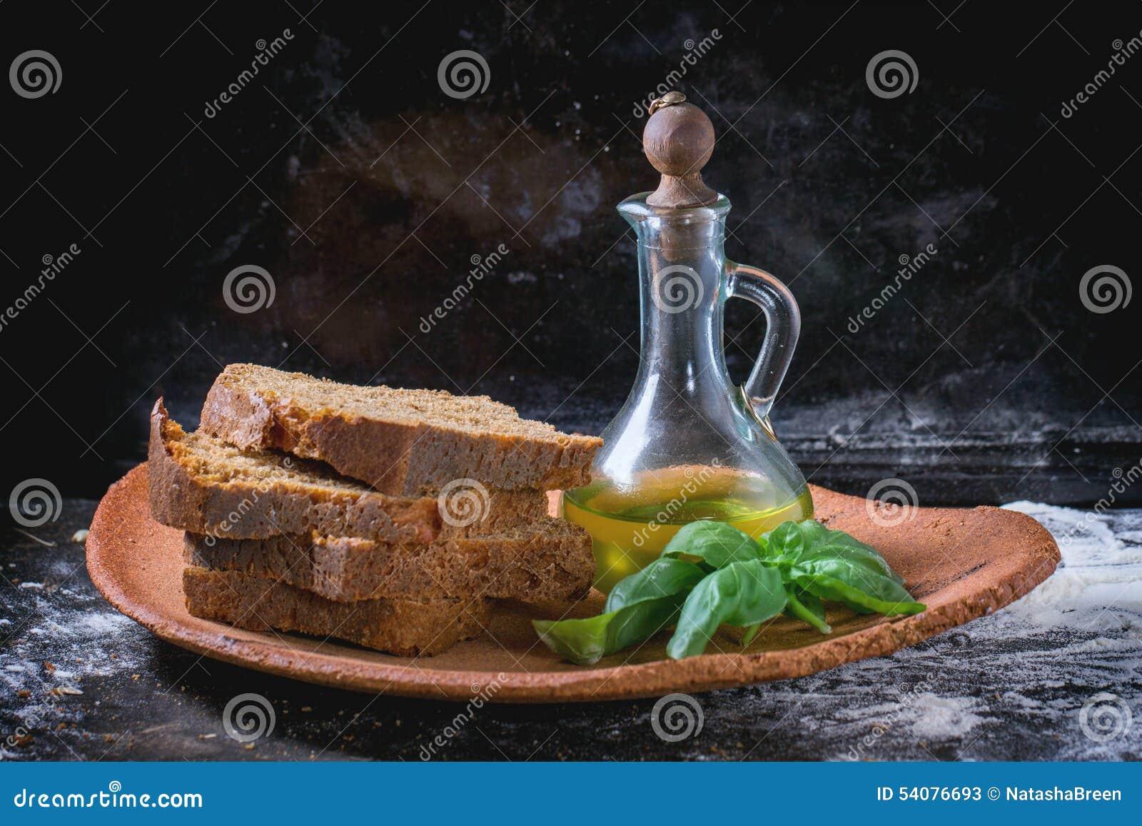 Gesneden brood met olijfolie