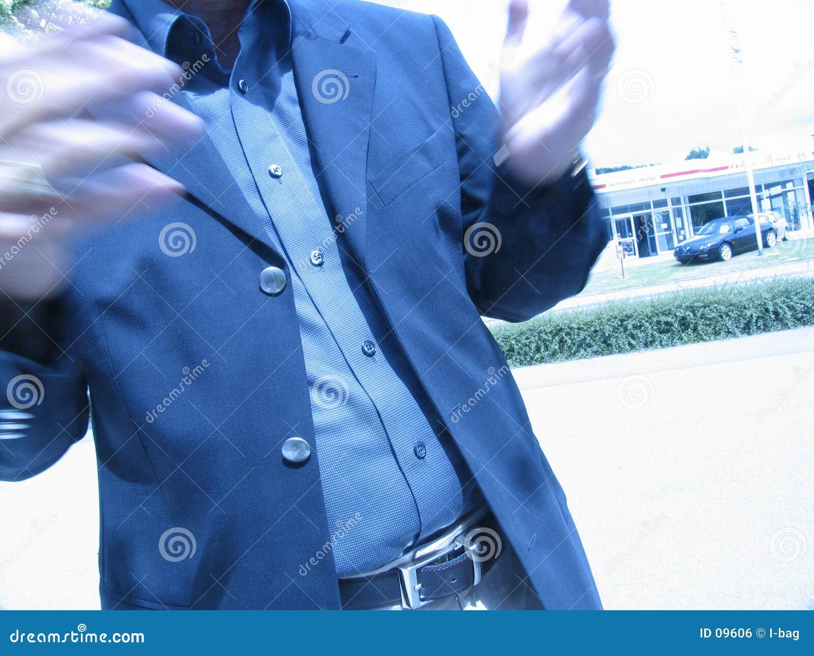 Gesprächsunschärfe des Geschäftsmannes Hand
