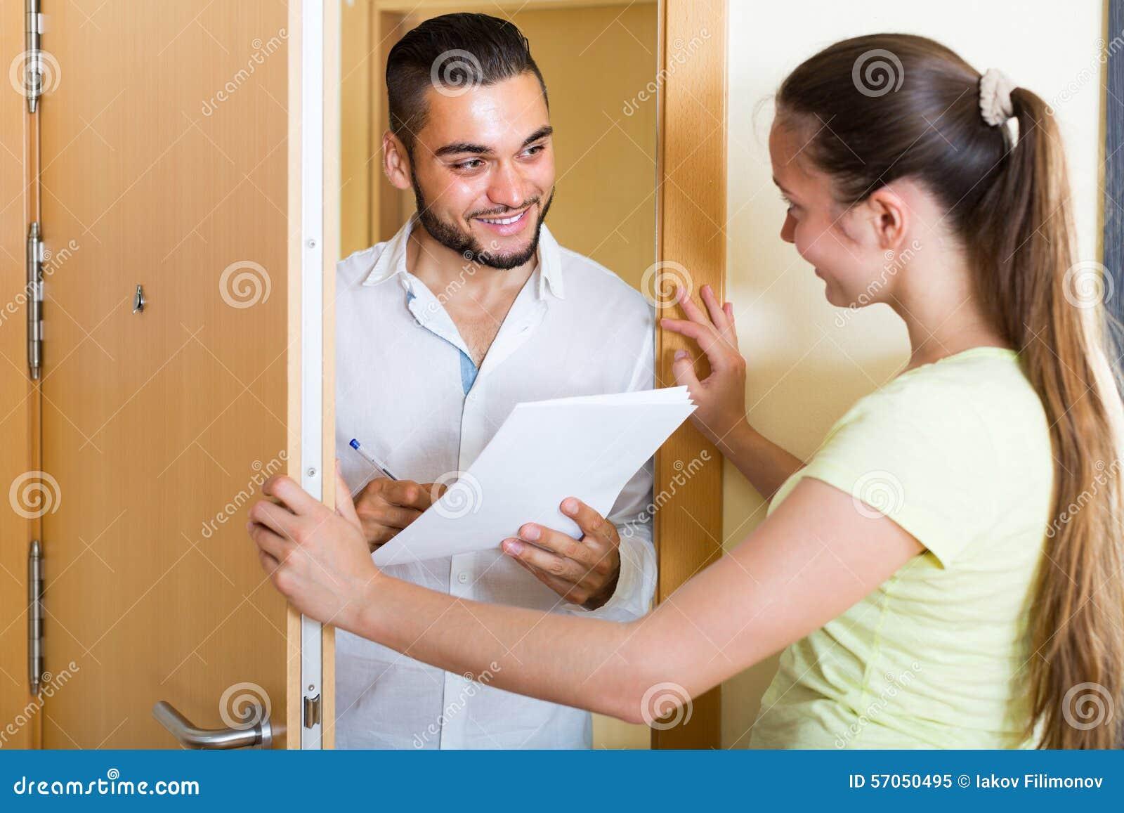 Gesprek bij de deuropening