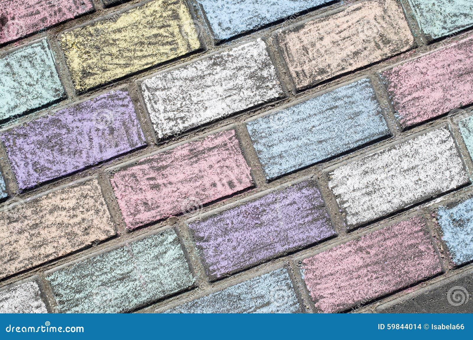 Piastrelle Di Cemento Colorato : Gesso colorato delle tegole di cemento armato dai bambini fotografia