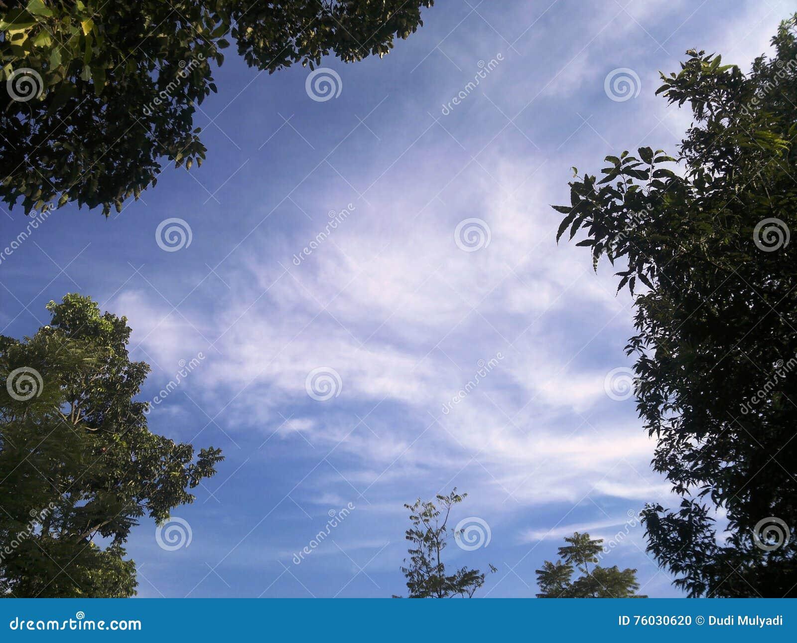 Gestaltete weiße Wolken