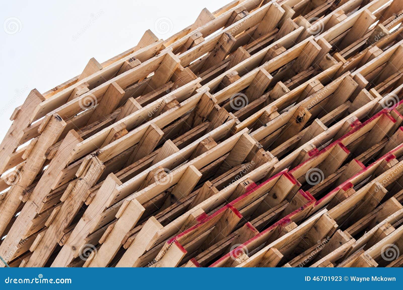 Gestapelde houten pallets stock foto afbeelding 46701923 - Foto houten pallet ...