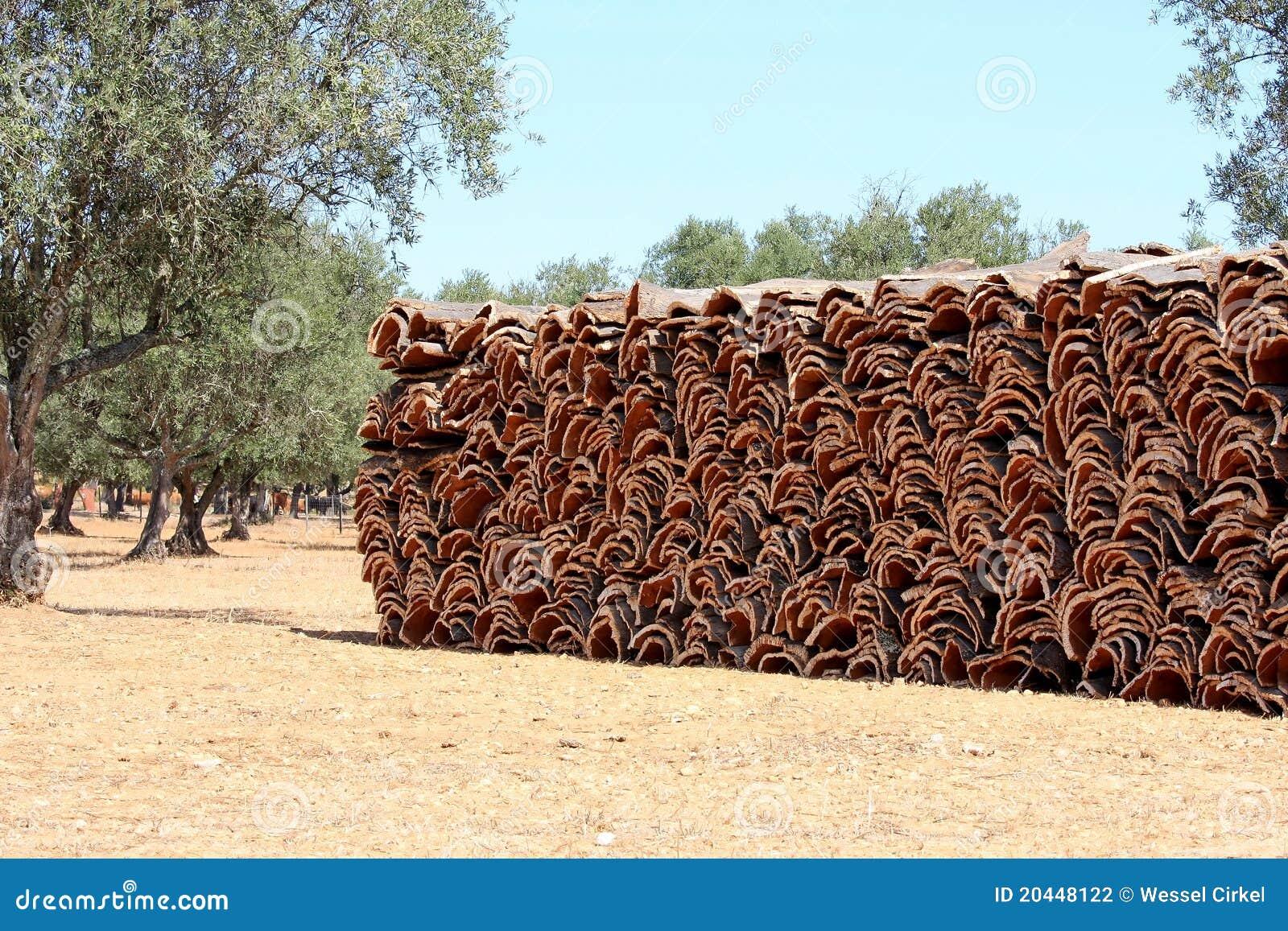 Gestapelte Barke der Korkeiche in Alentejo, Portugal