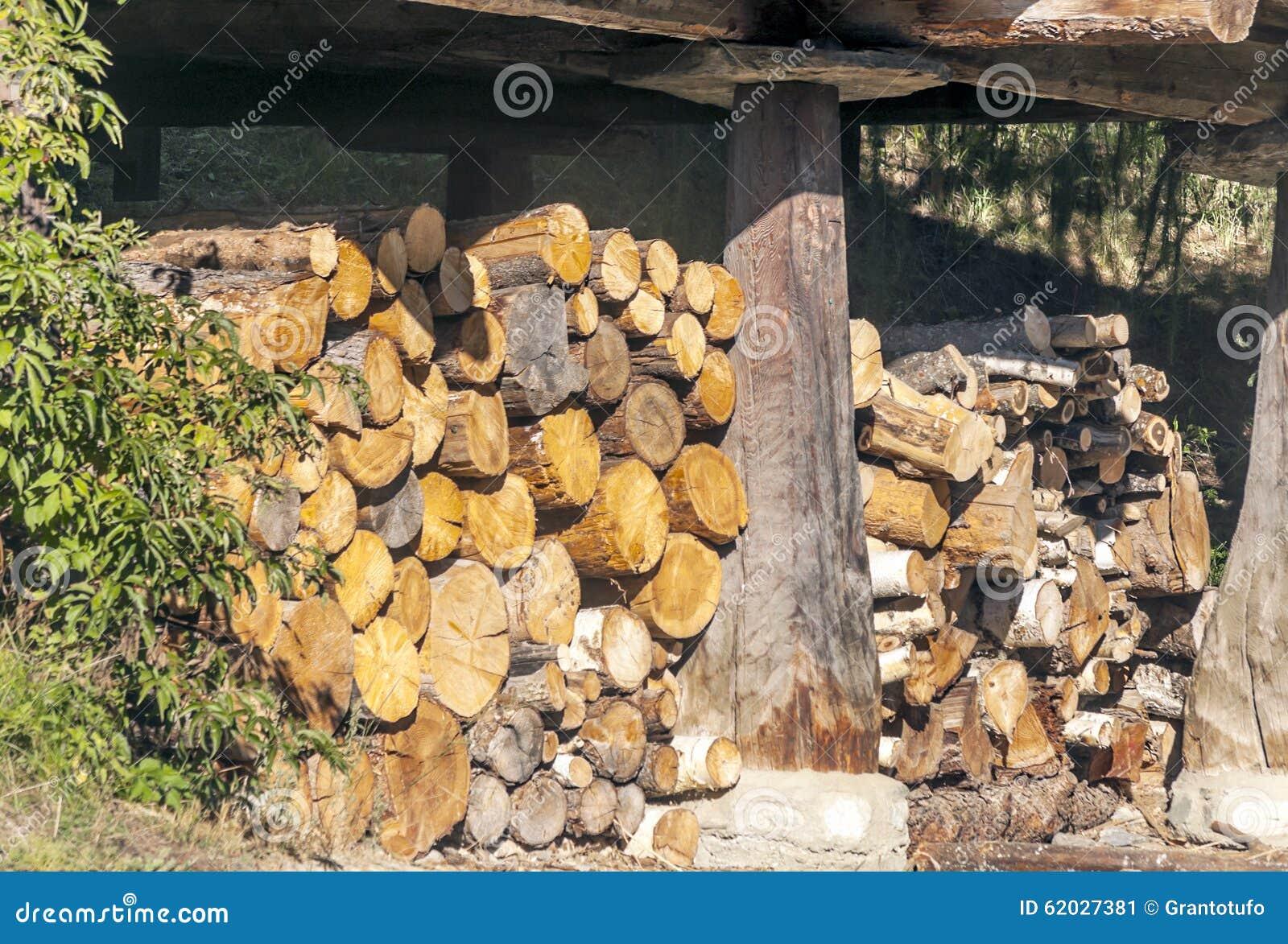 Gestapeltes Brennholz