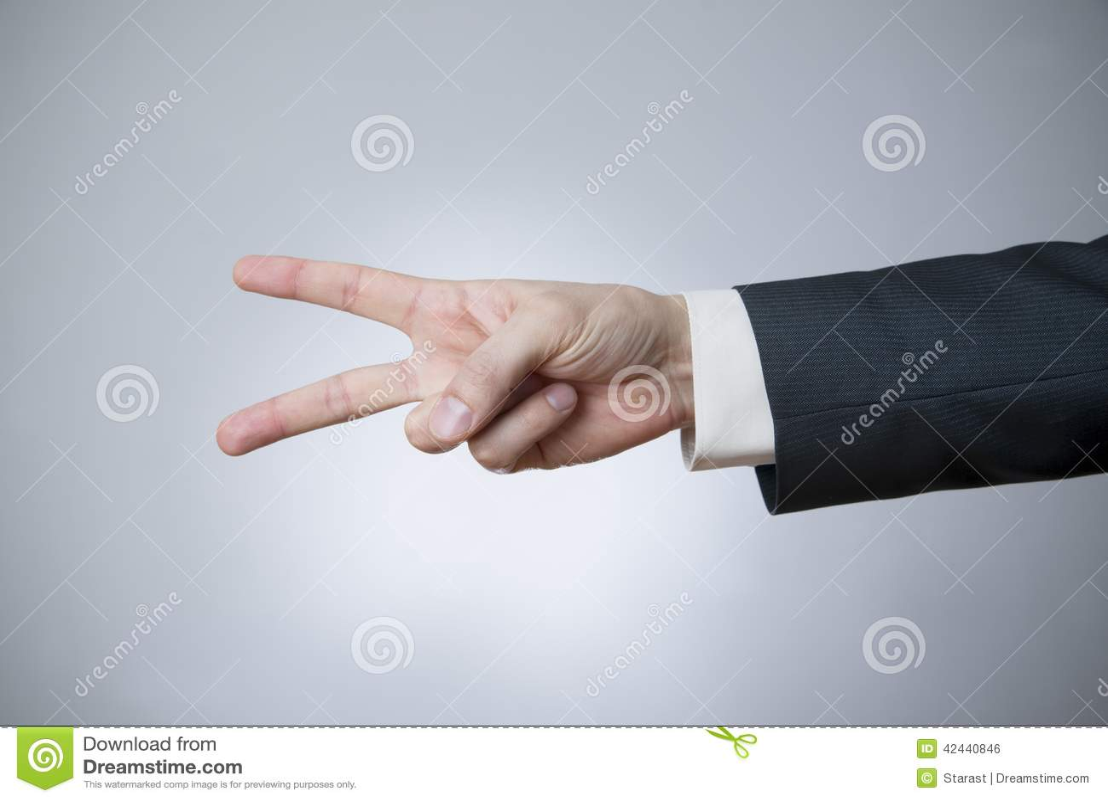 Gesto del hombre de negocios con sus manos
