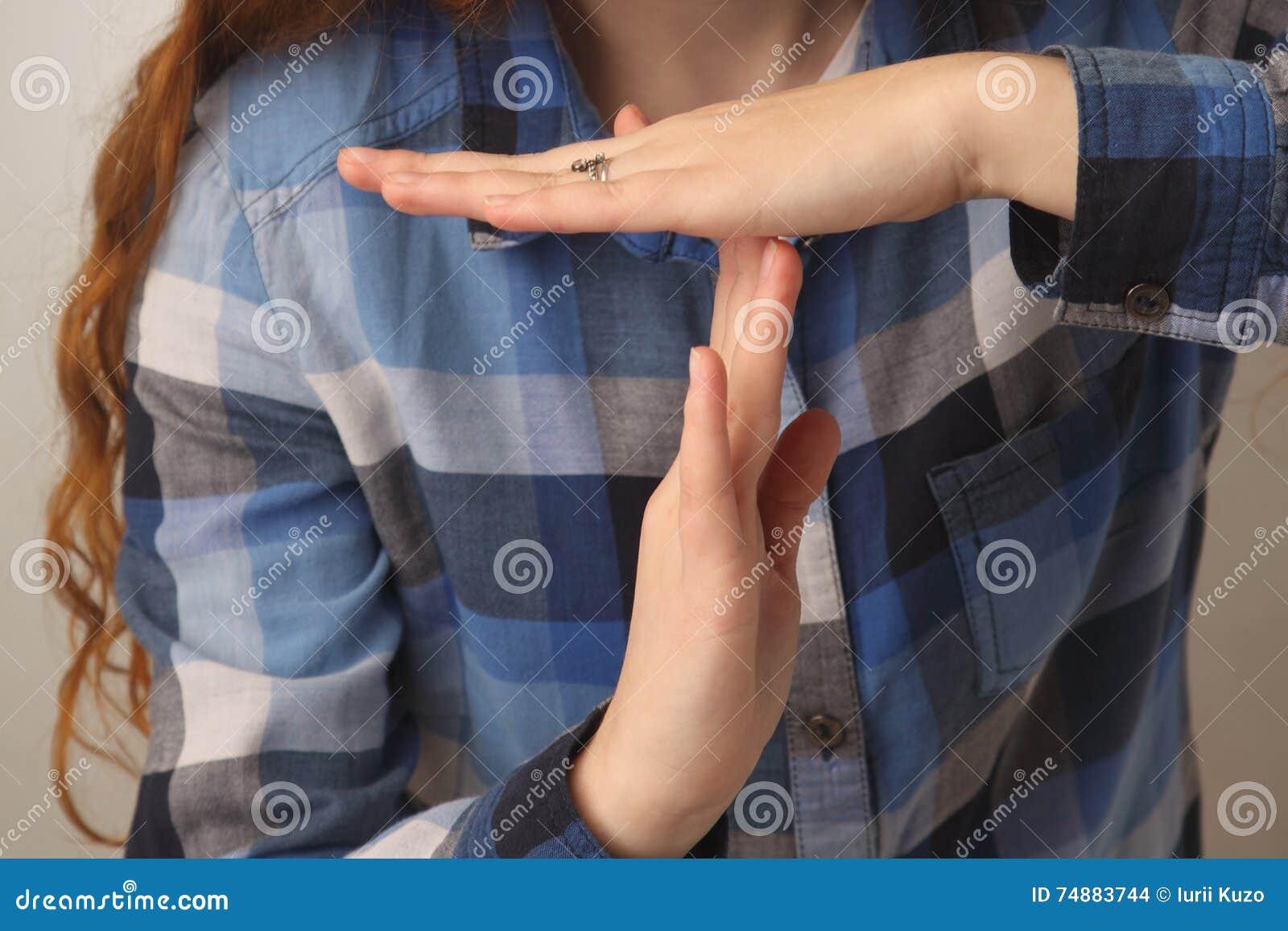 Gesto do sinal da mão da parada da exibição da menina & x28; Linguagem corporal, gestos, picosegundo