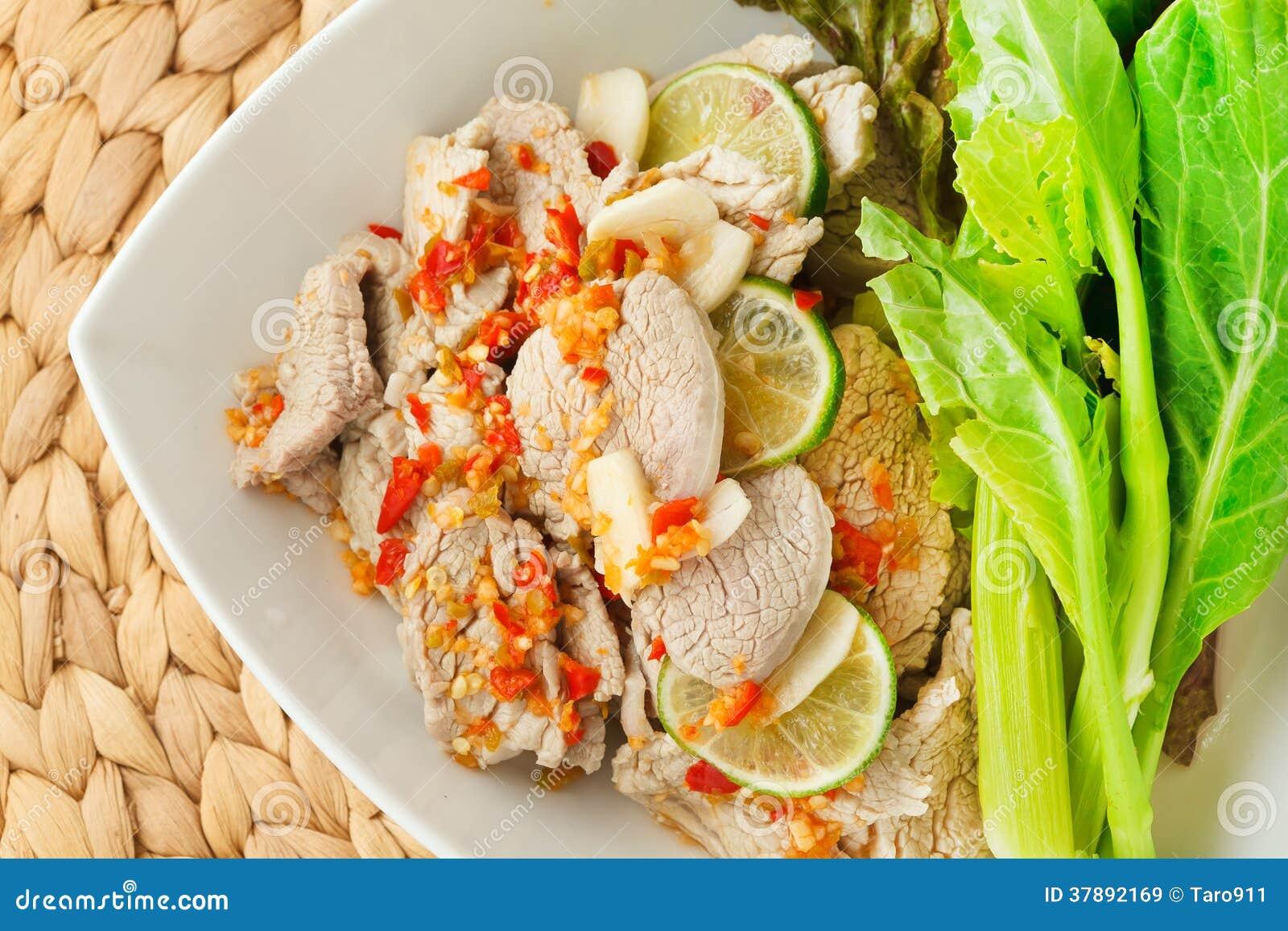 Gestoomde varkensvlees kruidige saus