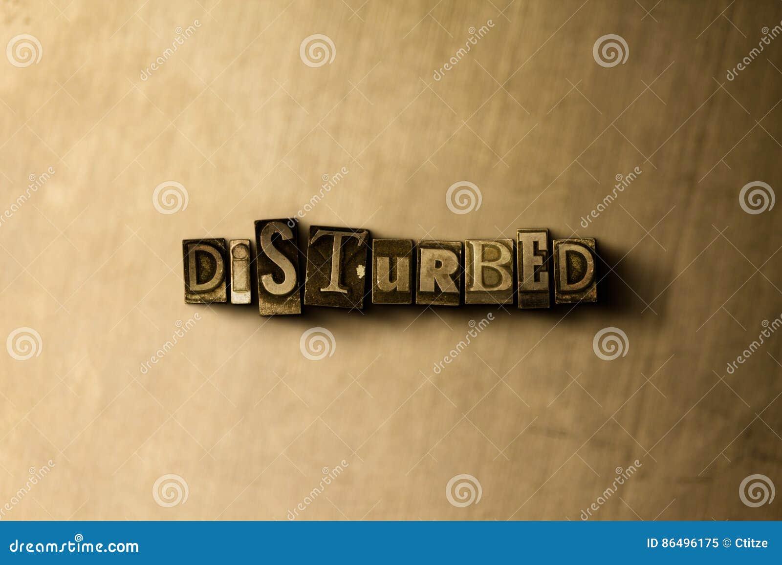 GESTOORD - close-up van grungy wijnoogst gezet woord op metaalachtergrond