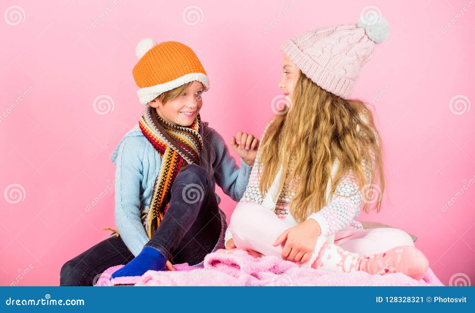 Gestrickte Winterhüte des Mädchens und des Jungen Abnutzung Wintersaisonmode-accessoires und -kleidung Kinder strickten Winterhüt