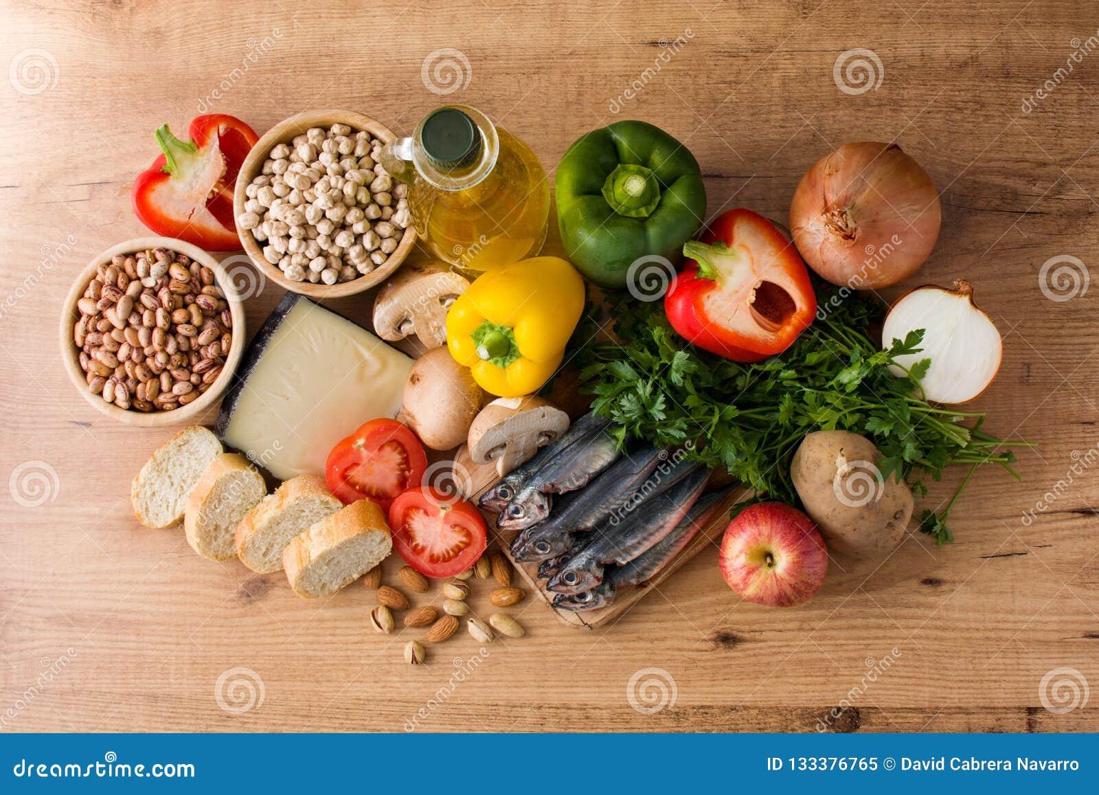 Gesundes Essen Olivgrüne Zwiebel Frucht, Gemüse, Korn, Nüsse Olivenöl und Fische