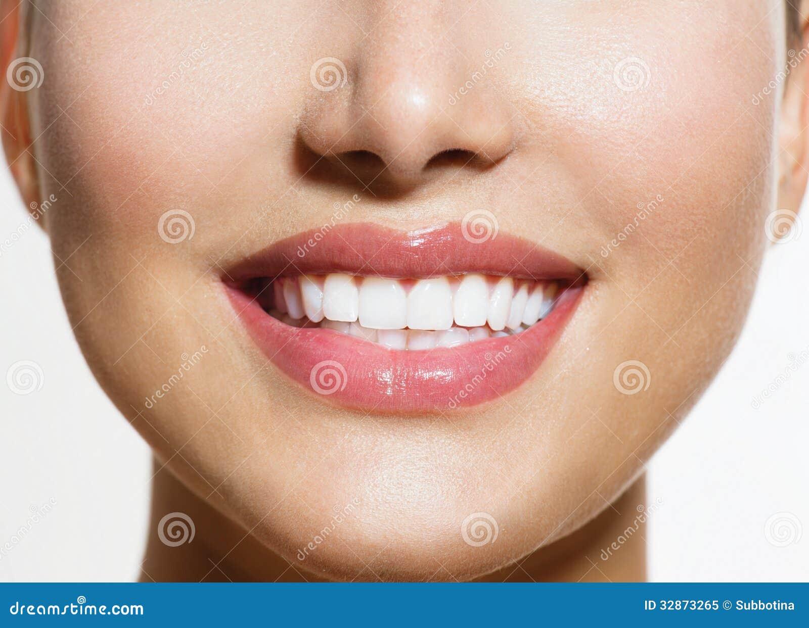Gesundes Lächeln. Zähne Whitenin