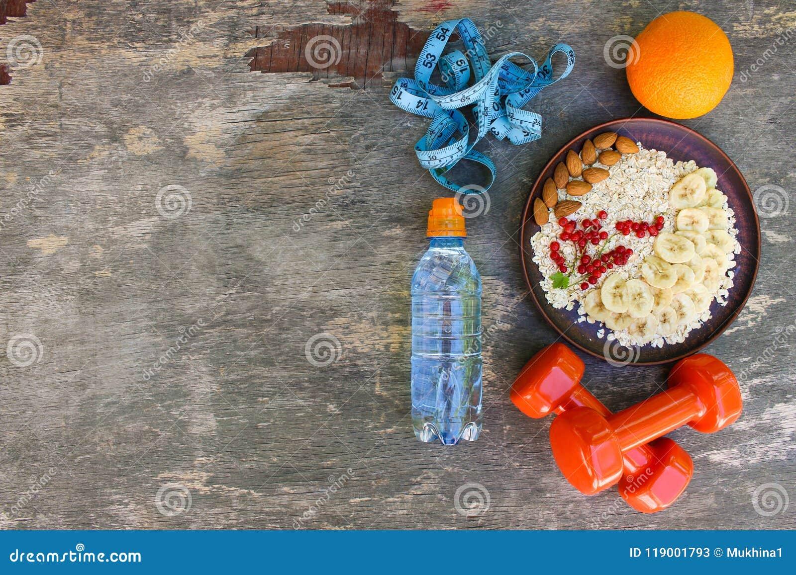 Gesundes Lebensmittel des Konzeptes und Sportlebensstil Richtige Nahrung