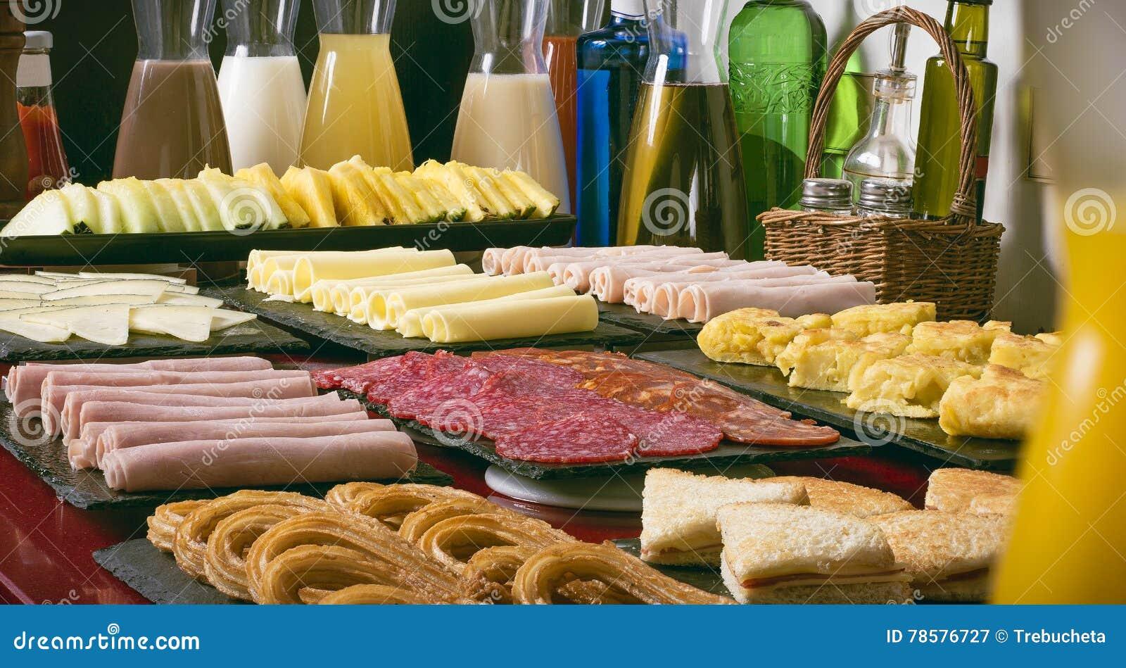 Getränke Und Lebensmittel Morgens In Einem Hotel Stockbild - Bild ...