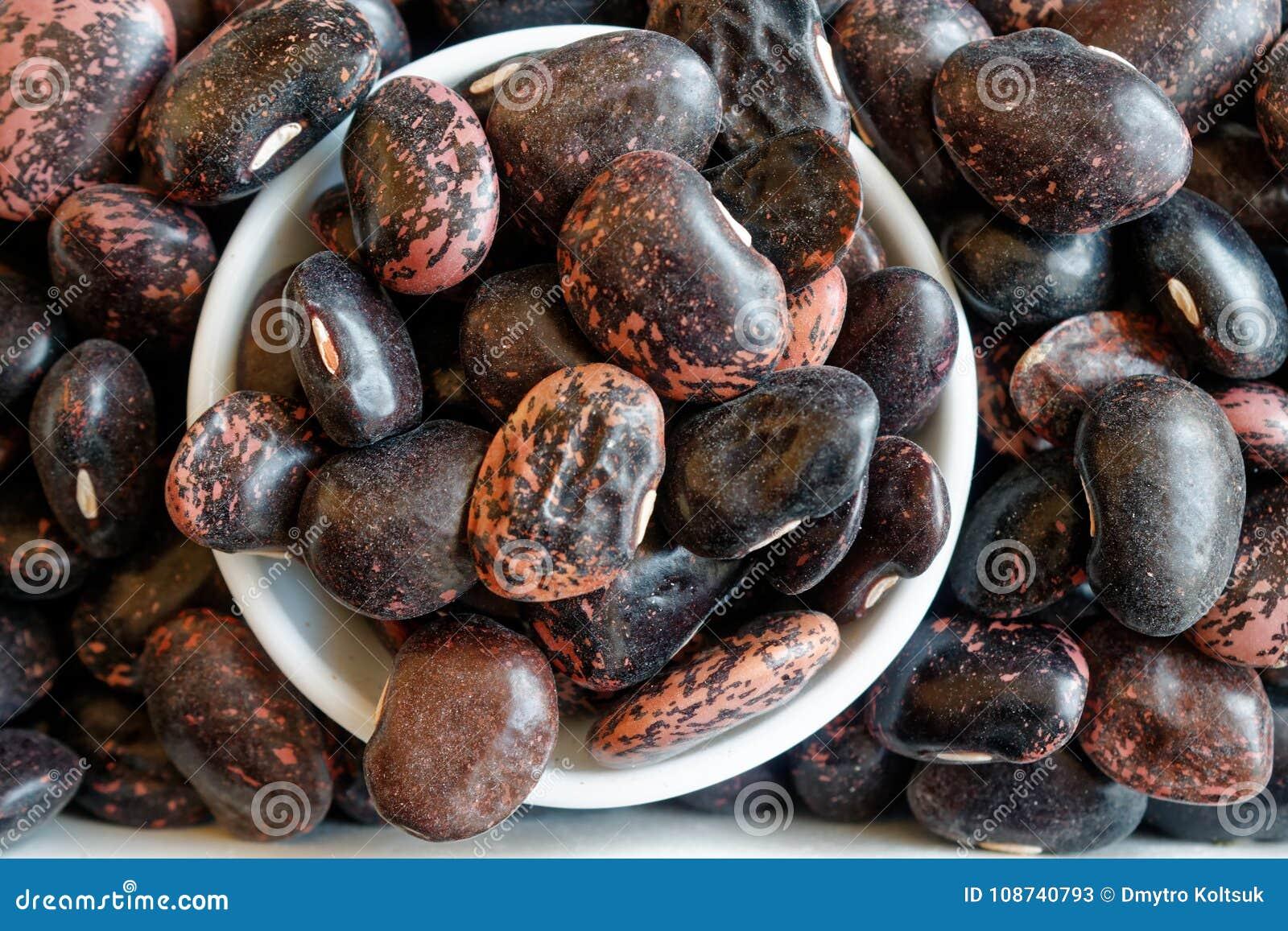 Getrocknetes Nierenbraun sprenkelte Bohnen das Konzept der richtigen Nahrung und des gesunden Lebensstils Draufsicht, Nahaufnahme