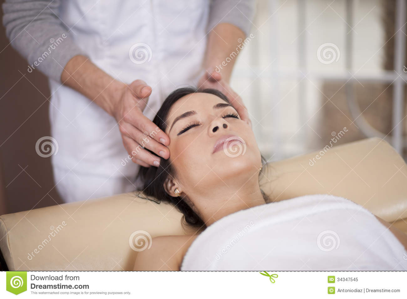 therapeutic massage pampered from head