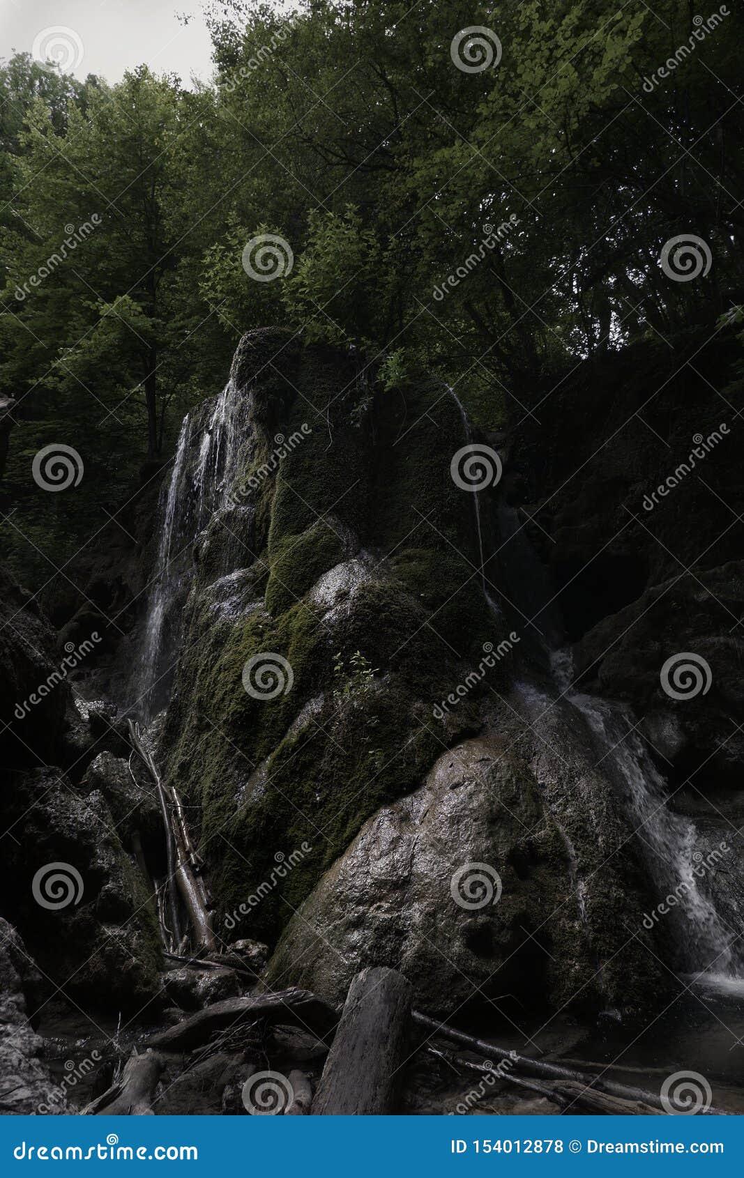 Getto d argento della cascata & x28; Serebryanie Strui& x29;
