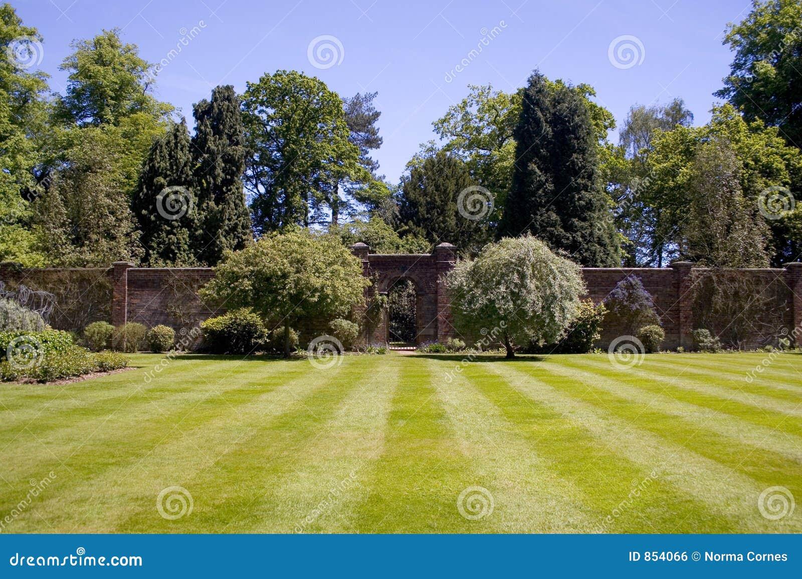 Geummauerter Garten