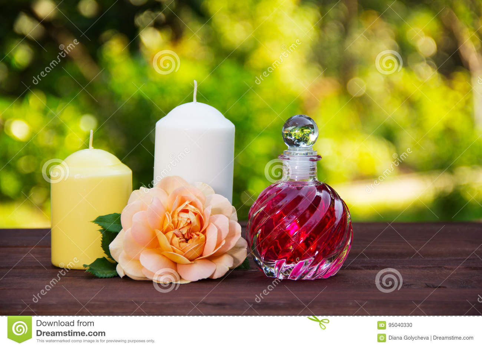 Kaarsen Op Olie.Geurig Nam Olie In Een Mooie Glasfles Toe Roze Elixir
