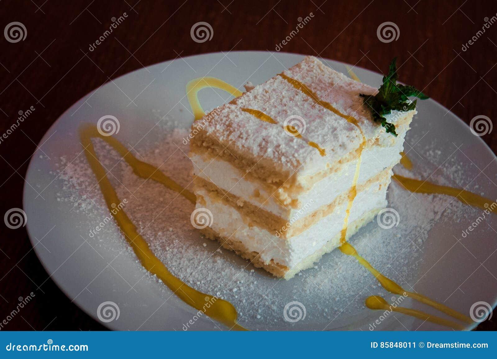 Gevoelige cake met slagroom en Apple-jam