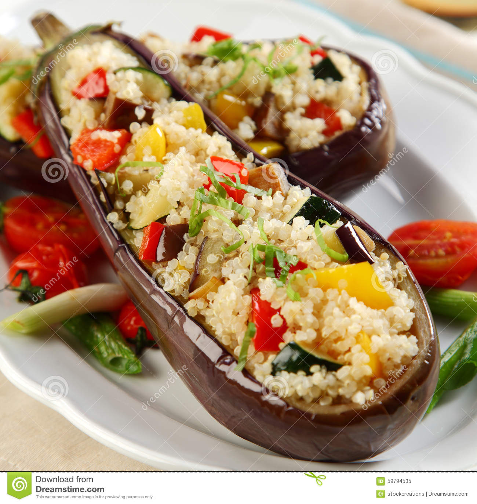 Gevulde aubergines met quinoa stock afbeelding afbeelding 59794535 - Hoek maaltijd ...