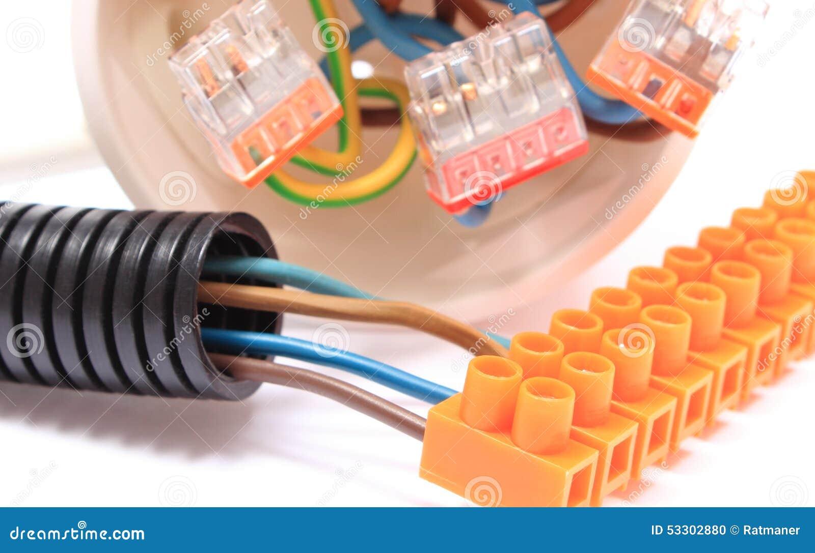 Gewölbtes Rohr, Kabel Mit Verbindungsstück, Elektrischer Kasten ...