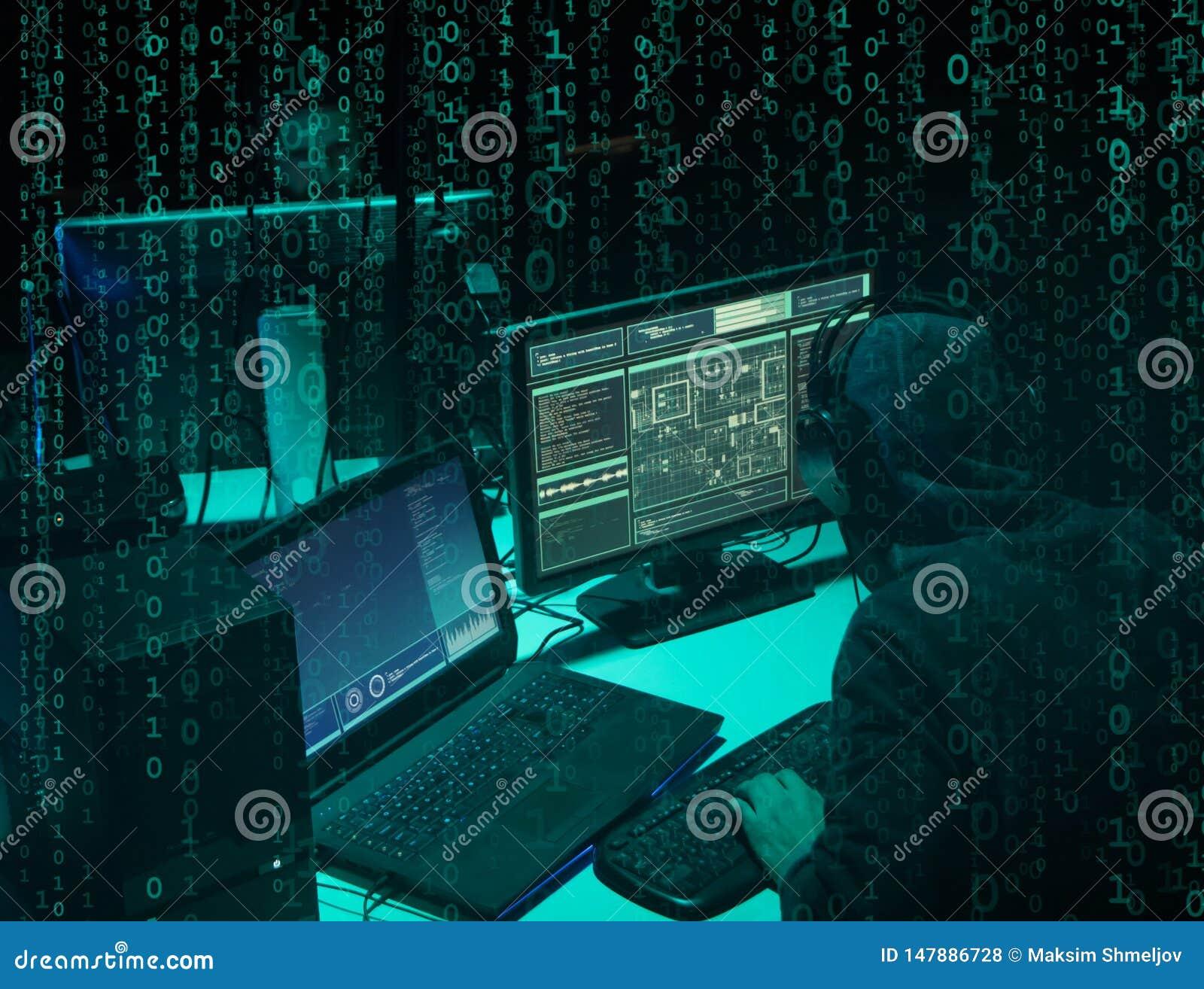 Gew?nschte H?cker, die Virus ransomware unter Verwendung der Laptops und der Computer kodieren Cyberangriff, Systembrechen und Sc