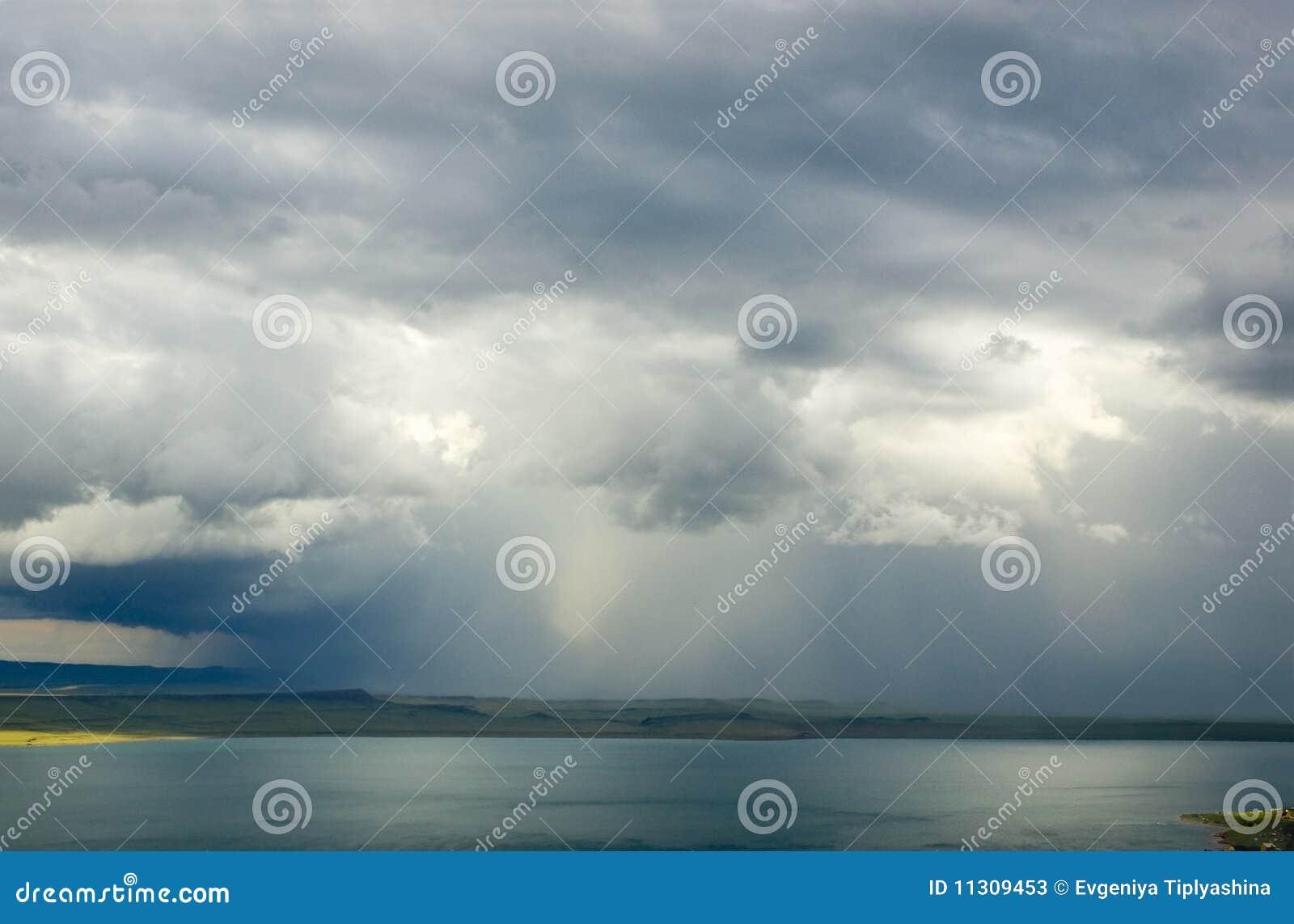 Gewitter über See
