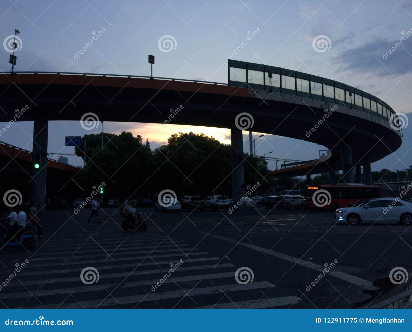 Gewundene Annäherungsbrücke
