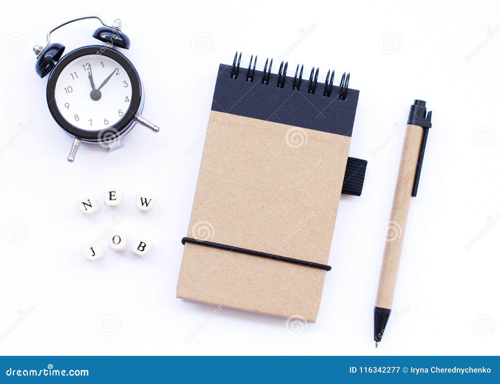 Gewundener Notizblock mit einem Bleistift