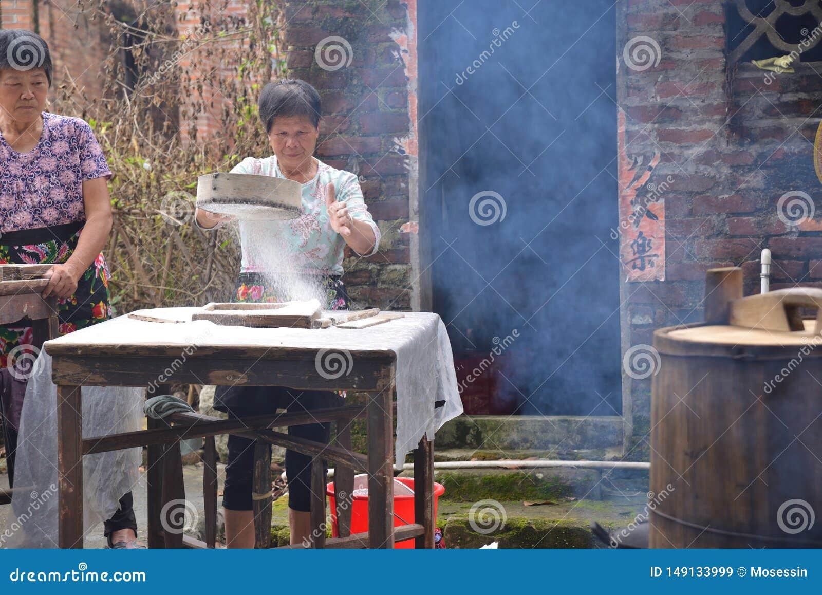 Gezellig ouderwets Chinees dorp die het landelijke leven koken