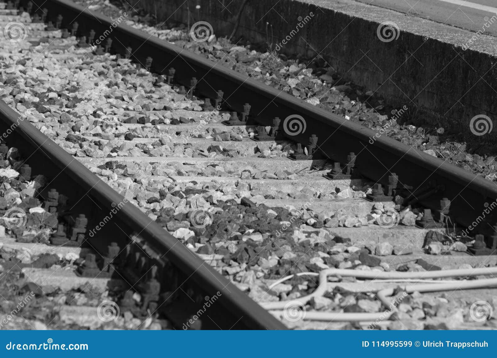 Gezoem op een oude spoorweg van Frankrijk