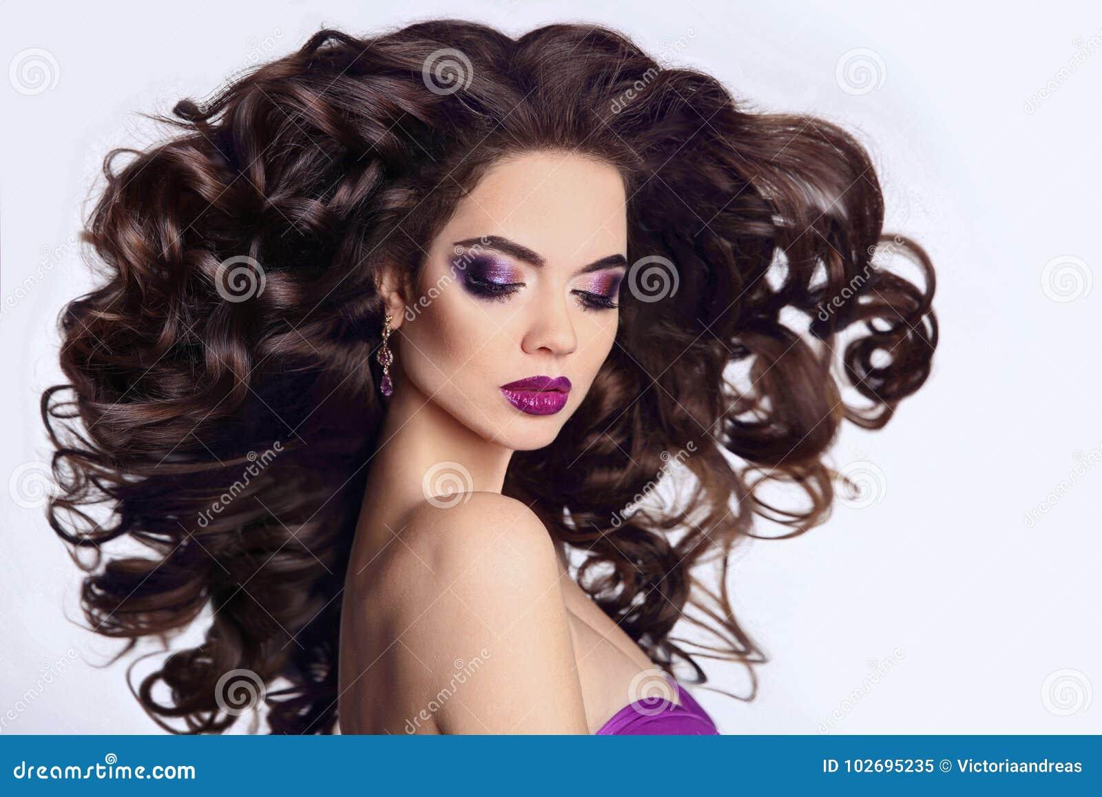 Gezond haar Mooi Donkerbruin Meisjesportret Heldere make-up B