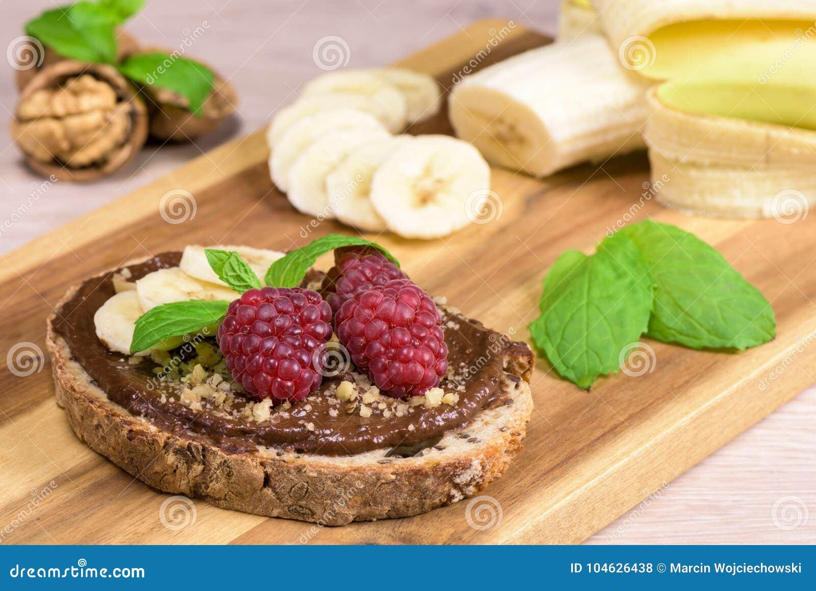 Download Gezond Voedsel - De Chocoladeroom Van De Boterhamheks Stock Foto - Afbeelding bestaande uit noten, dieet: 104626438